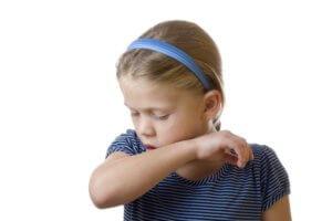 Затяжной сильный кашель может вызвать ряд серозных осложнений
