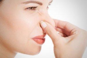 Боль и сыпь в носу – признаки болезни