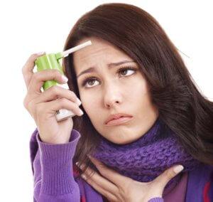 Боль в горле при фарингите хорошо устраняют спреи и аэрозоли