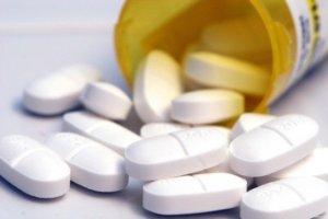Вирусный фарингит лечится противовирусными препаратами, а бактериальный - антибиотиками