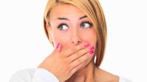 Постоянная сухость во рту повышает риск развития различных инфекций в нем