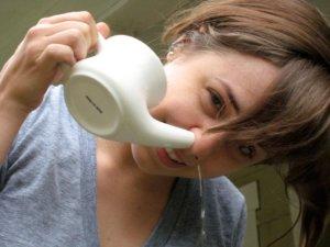 Промывание носа поможет быстрее вылечить недуг