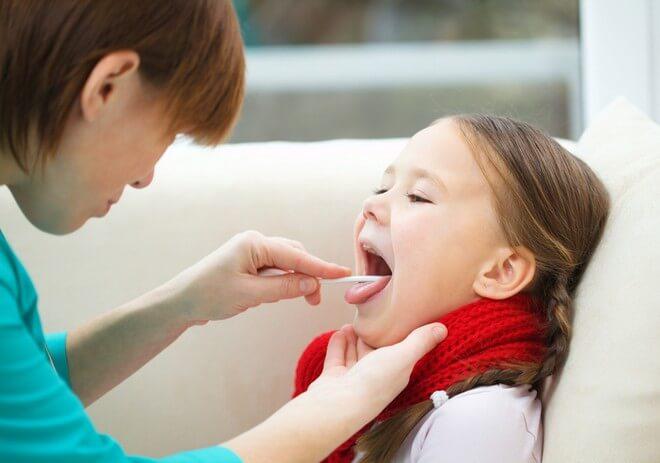 Какой антибиотик при ангине можно давать детям?