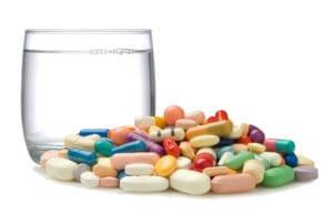 Лечение комплексное и направлено на устранение причины боли