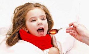 При сухом кашле нужно применять противокашлевые препараты