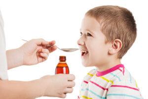 Разжижить и вывести мокроту при влажно кашле помогут отхаркивающие препараты
