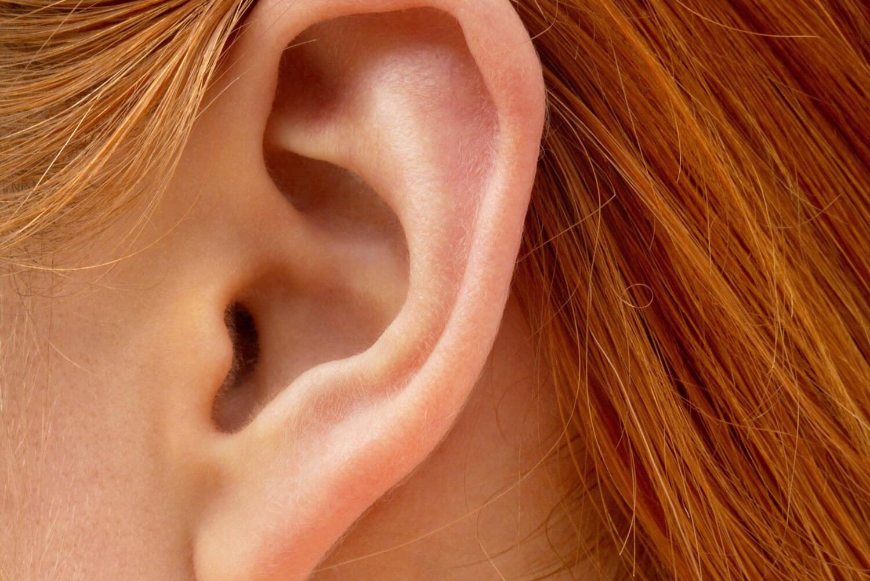 Как вернуть слух — лекарства, народные рецепты и операция