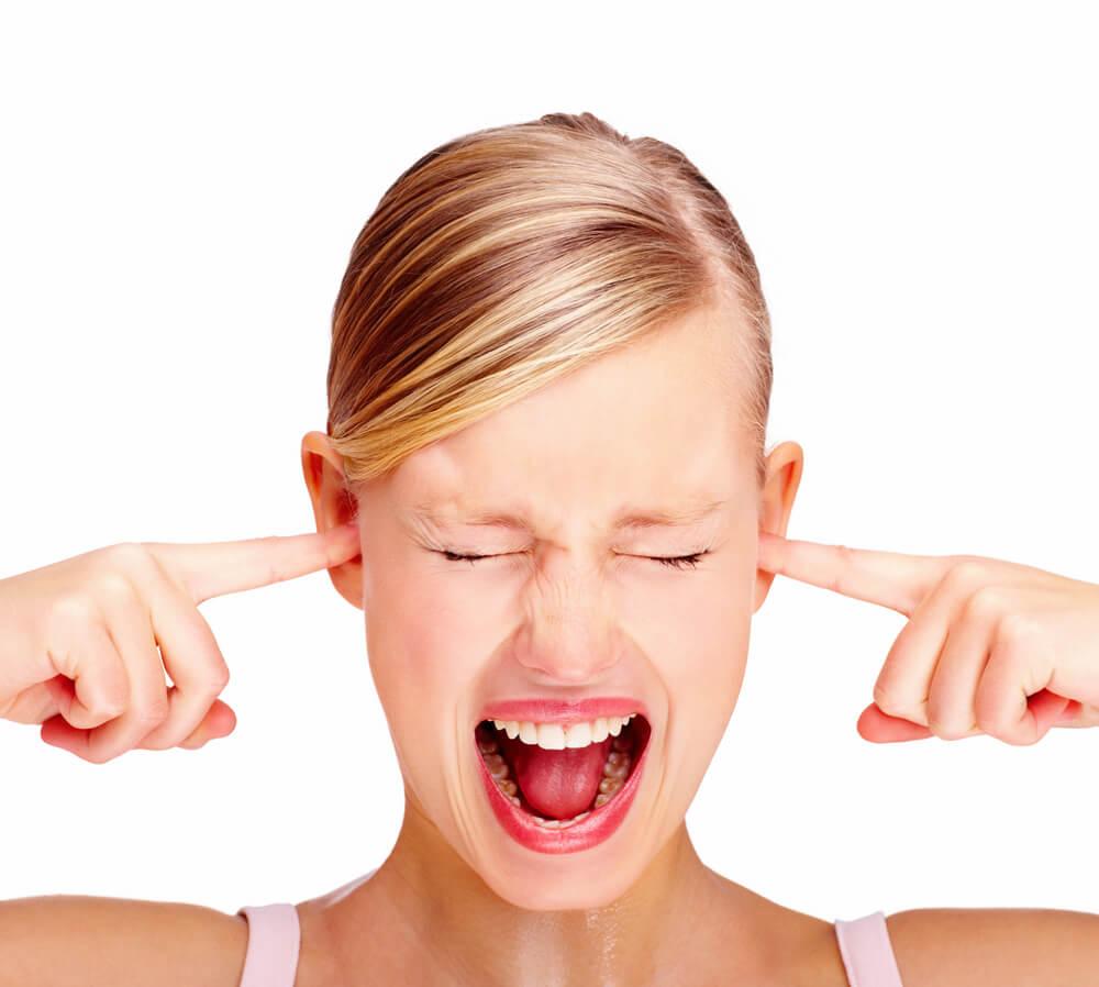 Почему щелкает в ухе и как от этого избавиться