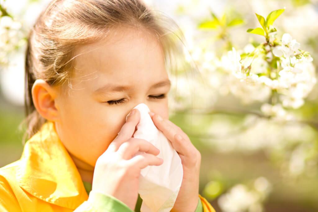 Какие бывают противоаллергические спреи в нос для взрослых и детей
