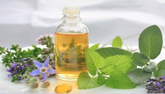 В каких случаях рекомендуется использоваться масляные капли в нос, обзор препаратов