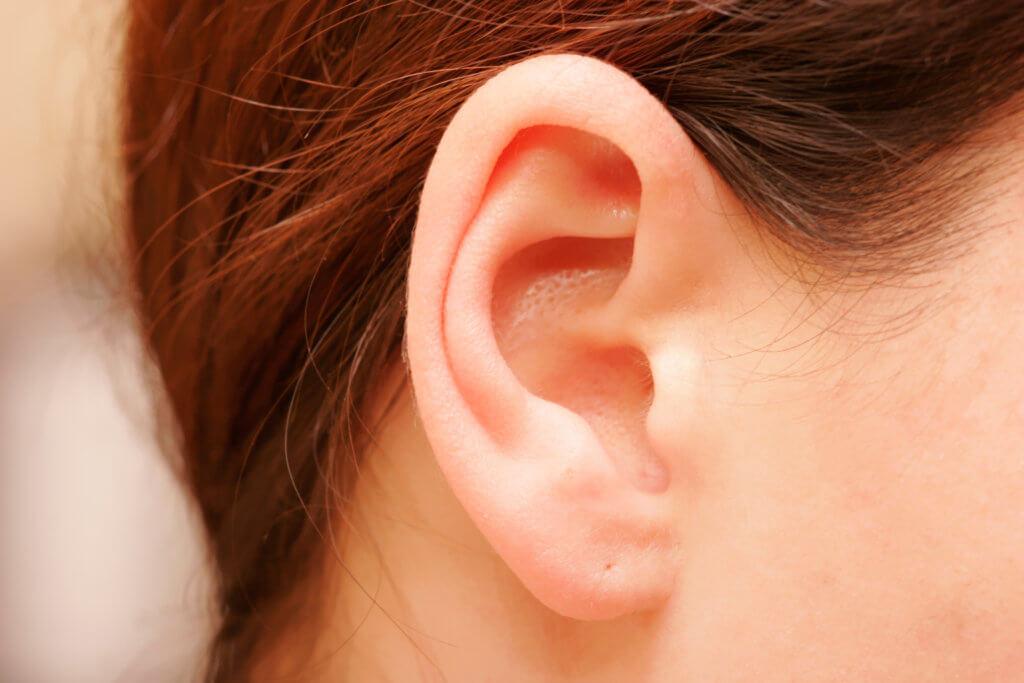 Как вытащить вату из уха и чем опасен инородный предмет