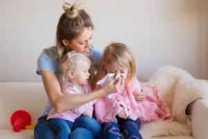 Насморк у детей