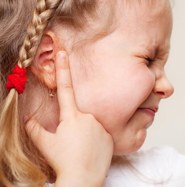 Чем лечат отит у детей и что должен знать каждый родитель