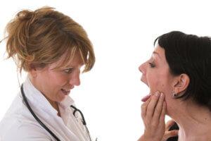 Болит корень языка