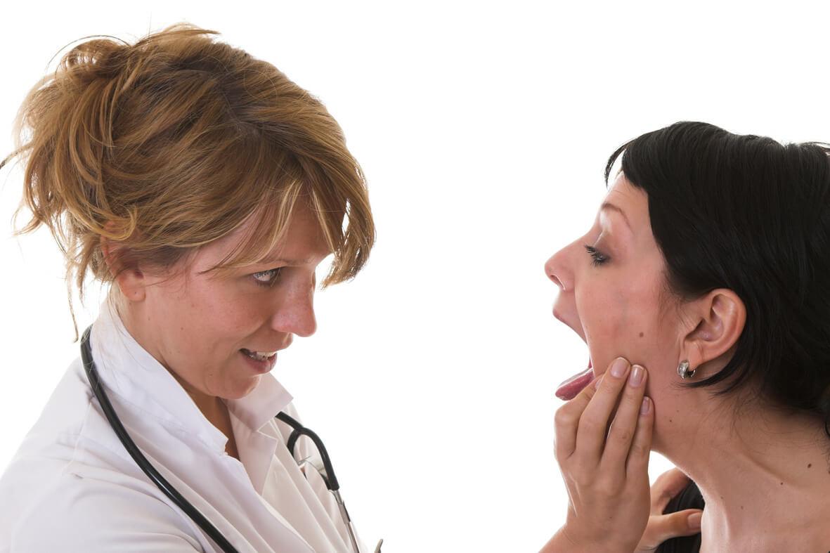 Почему болит корень языка при глотании?
