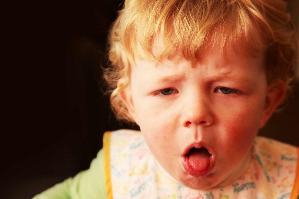 В чем причины, и каковы симптомы коклюша у детей