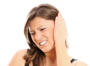 Симптомы и причины болей в ухе