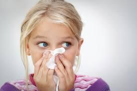 Народные средства от насморка для детей — лечение проверенными рецептами