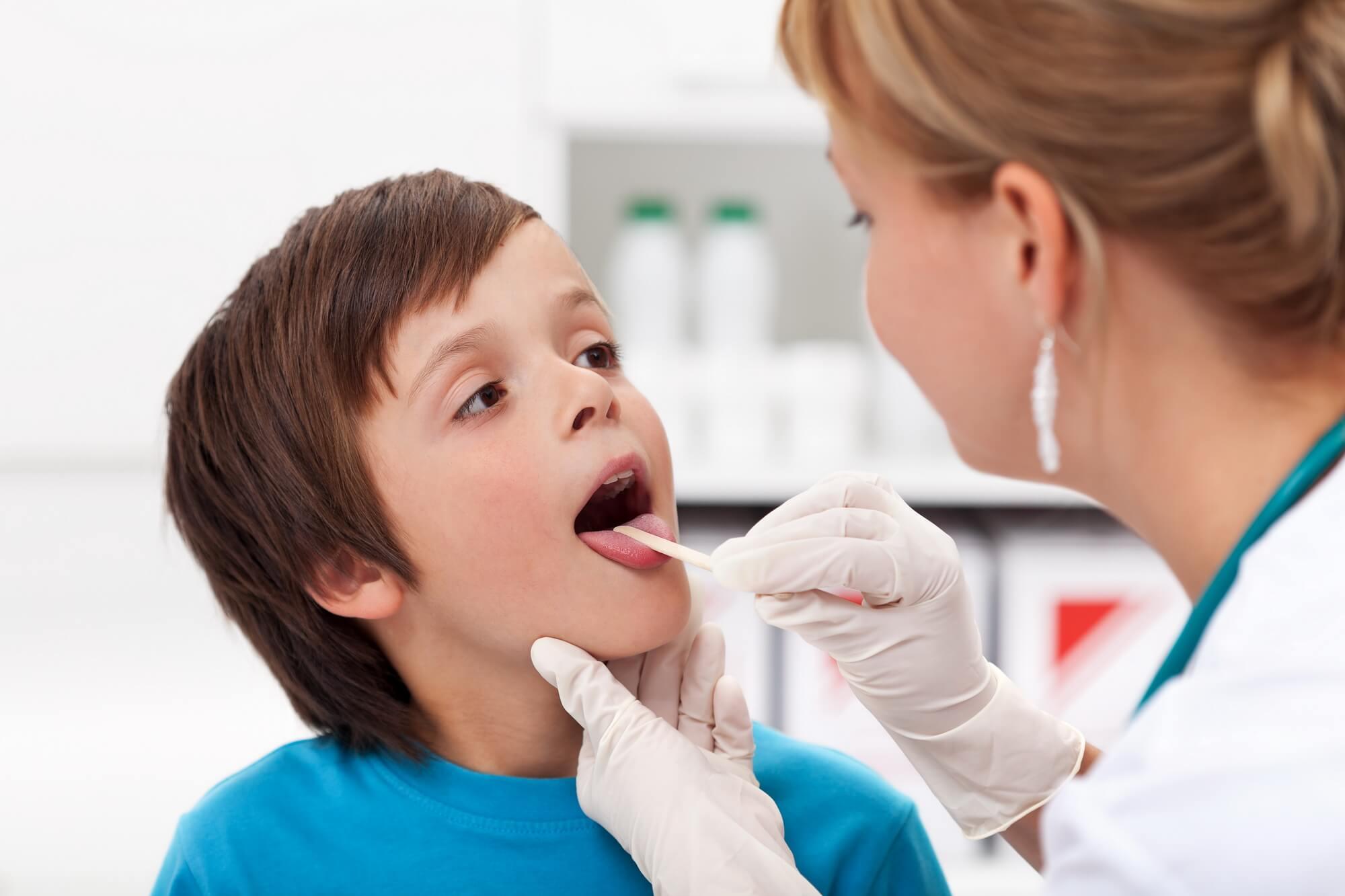 Причины возникновения рыхлых миндалин у ребенка и способы лечения