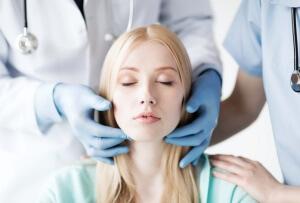 Запущенная форма фолликулярной ангины - лечение: удаление миндалин