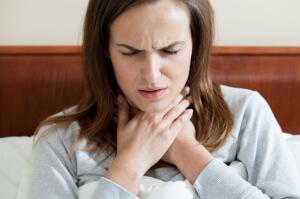 При неправильном лечении боли в горле могут возникнуть тяжелые последствия