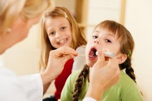 Чем лечить осиплость голоса у ребенка