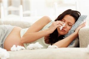 Безопасное лечение аллергического насморка во время беременности