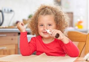 Медикаментозные препараты для детей от насморка: виды и применение