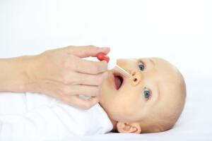 Безопасные медикаментозные препараты от насморка для новорожденного может назначить только врач