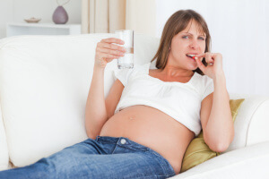 Лечение мокроты в горле при беременности, в первую очередь, должно быть безопасное для плода