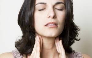 Тонзилитные пробки – это скопление гнойных масс в лакунах миндалин
