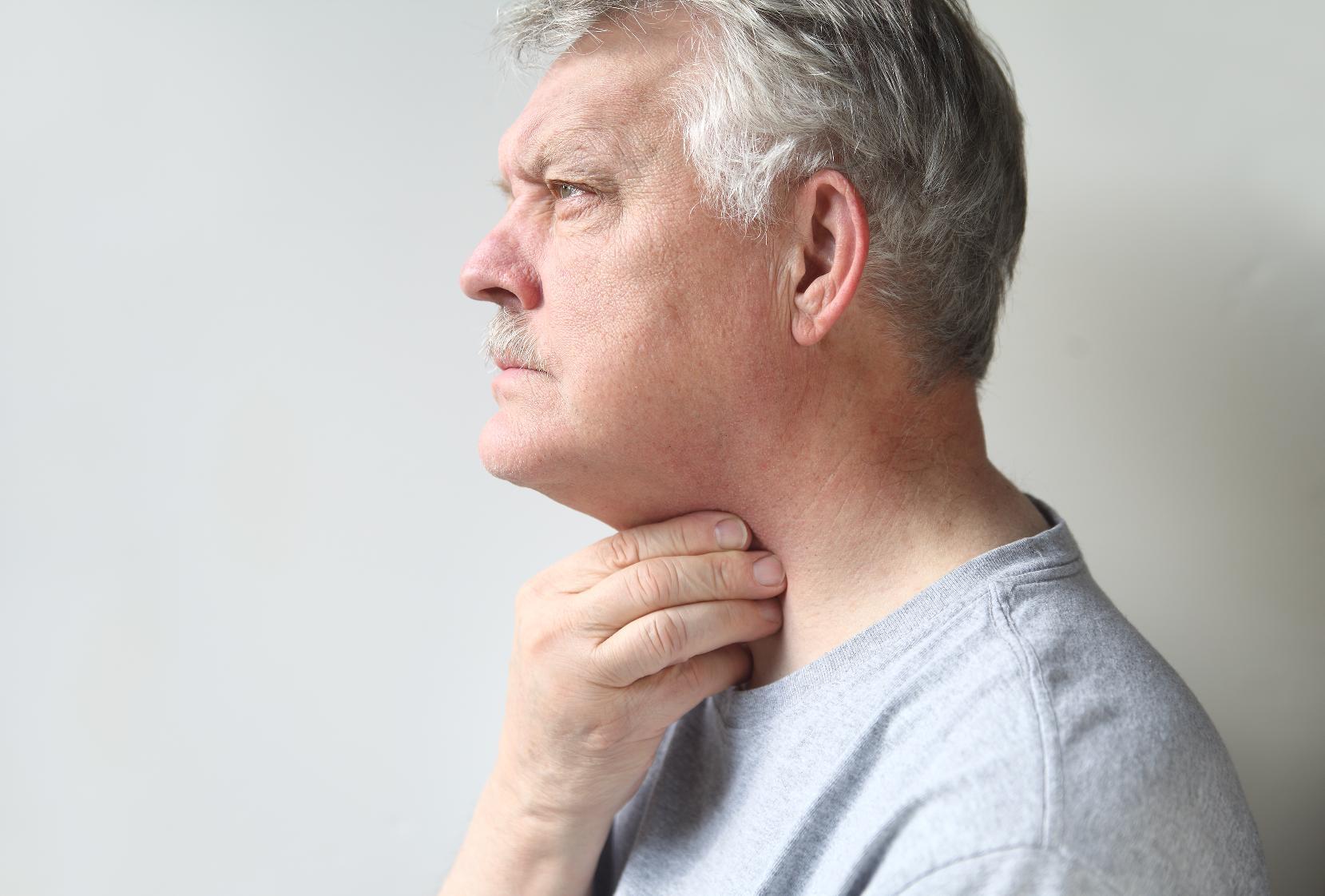 Первые симптомы рака горла и методы лечения патологии