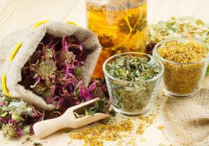 Применяются отвары трав точно также, как и медикаментозные средства для промывания носа