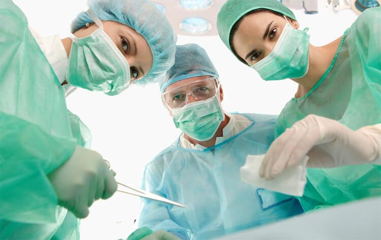 Процедура удаления гланд у взрослых и возможные осложнения