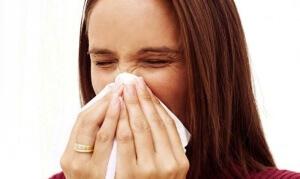 На фоне отека носа возможно изменение голоса, нарушение дыхания, потеря обоняния