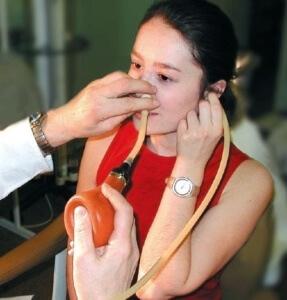 Решение о проведении продувания может принять только врач, исходя из имеющихся показаний и наличия соответствующего диагноза