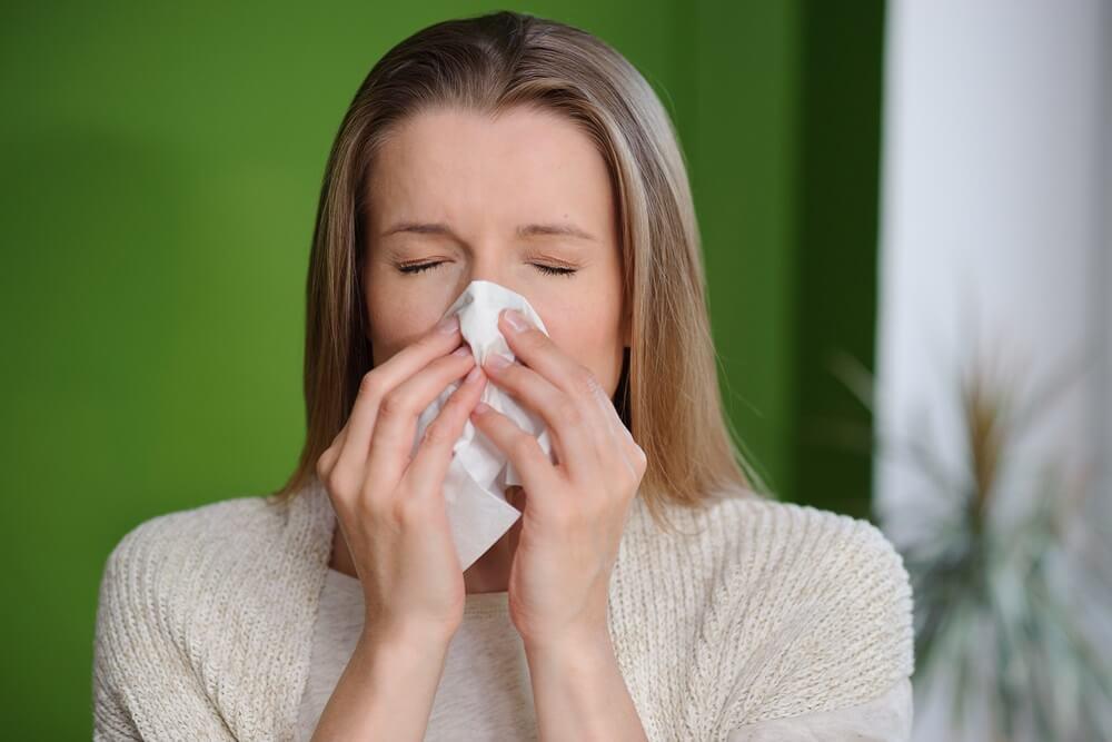 Как быстро и эффективно избавиться от насморка в домашних условиях