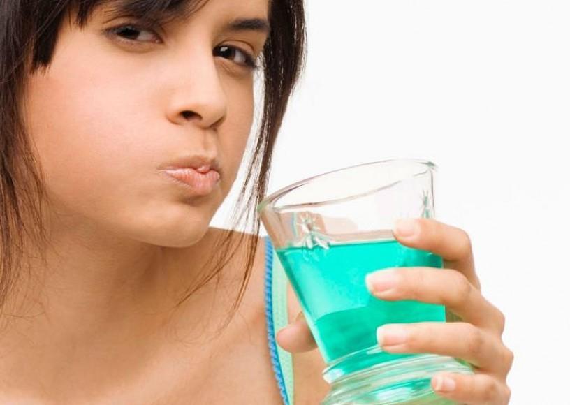 Полоскание при боли в горле — лучшие препараты, рецепты и правила