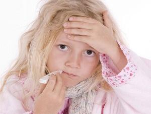 Если боль в горле сопровождается дополнительной симптоматикой, такой как высока температура и сильный кашель – необходимо обратится к врачу!