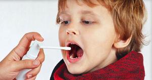 Правильное и эффективное лечение боли в горле может назначить врач в зависимости от причины и возраста ребенка