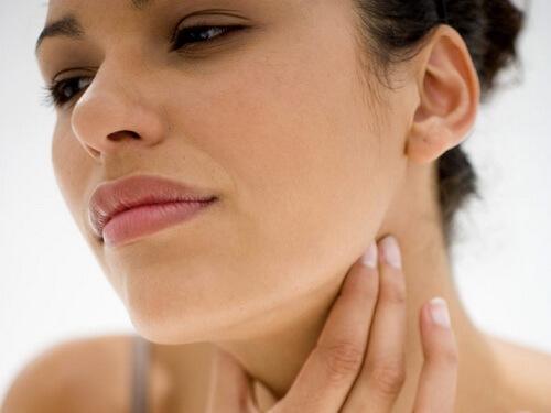Чем лечить горло во время беременности? — Безопасное народное и медикаментозное лечение