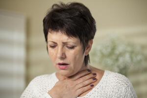 Неправильное лечение боли в горле может привести к возникновению опасных и тяжелых осложнений