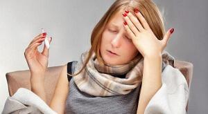 Характерным признаком стрептококковой инфекции считается слишком высокая температура тела, которая может достигать 40-градусов