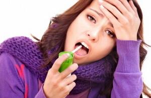 Медикаментозные препараты назначаются в зависимости от причины возникновения боли в горле при глотании