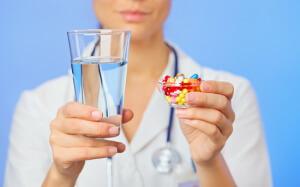 Медикаментозные препараты назначает врач в зависимости от причины потери голоса