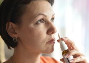 Дозировку спрея Пиносол назначает врач в зависимости от вида насморка и возраста