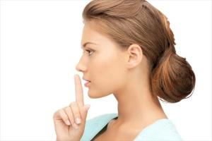 Чаще всего осиплость голоса является симптомом заболеваний горла