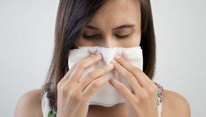 Опасность затяжного насморка в том, что он может вызвать более серьезные заболевания