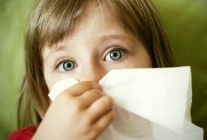 Спрей для носа детям назначает врач в зависимости от причины возникновения насморка
