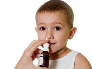 Сосудосуживающий спрей – это препарат, который может быстро снять заложенность и  отек слизистой носа